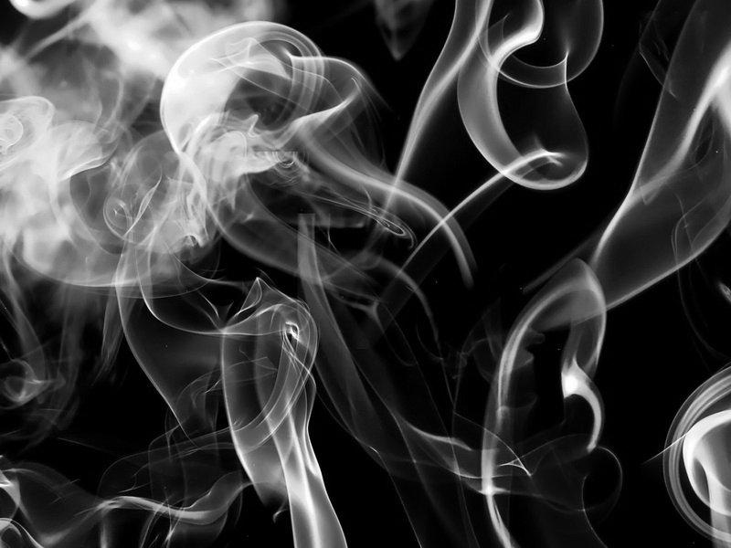 дым черно белое фото