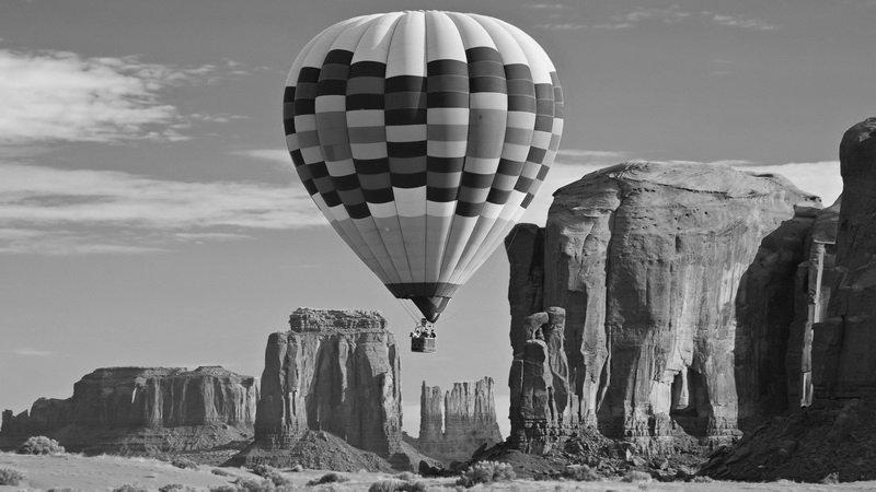 воздушный шар фото черно белое