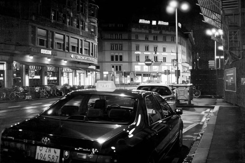 Черно белое  ночного города